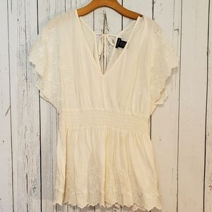 Torrid White Embroidered V Neck Top Smocked Sz 1